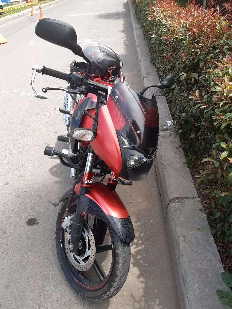Vendo moto pulsar 180 edición especial precio 4500.000 0