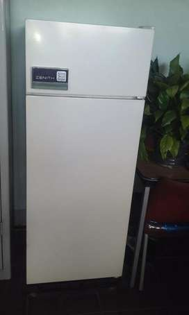 heladera ZENITH congelador funciona bien 145 cm por 57 cm
