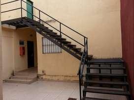 Dueño Alquila MONOAMBIENTE, SIN COMISION ni DEPOSITO GARANTIA en PLENO CENTRO(zona muy segura), con pocos inquilinos