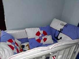 Vendo cama cuna con lencería y colchón