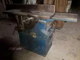 Máquina polifuncional tiene trompo regruesador cantiadora cierra circular y excoplo