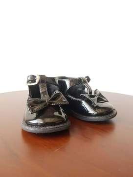Vendo zapatos para bebe niña