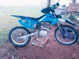 Se VENDE Moto LONCIN 250