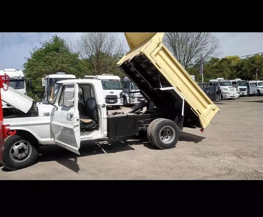 Camión 350 Ford volcador