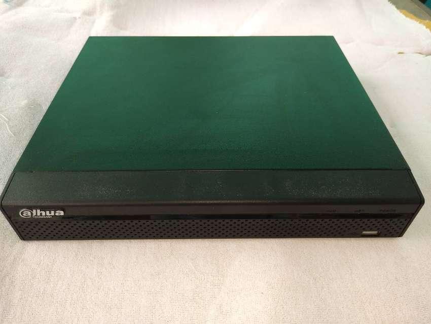 Vendo NVR Dahua 8 canales 4K con disco de 4 TB 0