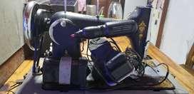 Máquina de coser antigua Neumachin