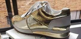 Zapatos Michael Kors originales nuevos dorados y blancos traídos desde Estados Unidos