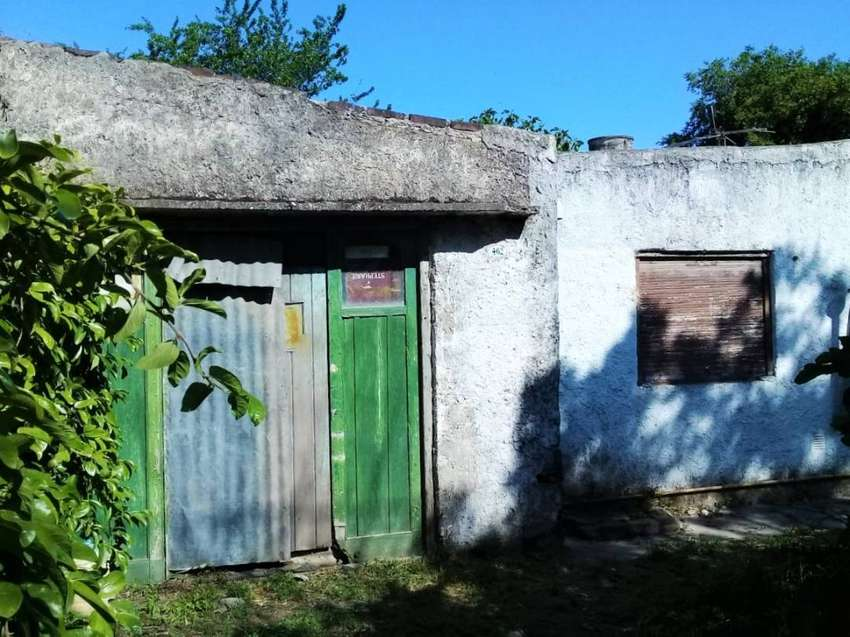 Vendo terreno 10x33 con casa 4 ambiente y garage 0