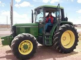 TRACTOR AGRICOLA JOHN DEERE DEL 2014, MODELO 6400, 4X4, 105HP, 4 CILINDROS, DIRECCIÓN HIDRAULICA