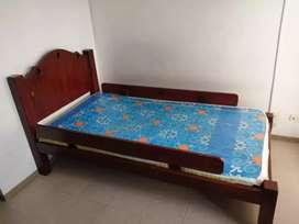 Cama sencilla en cedro 1 mtr x 1.90 color nogal