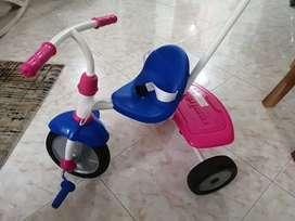 Vendo triciclo de niña