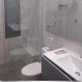 Divisiones en vidrio y acero para baño