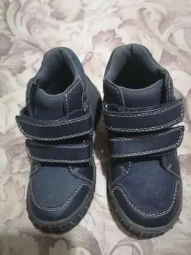 Zapato de niño talla 26 marca Bata