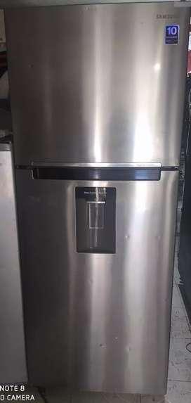 Vendo nevera Samsung gris 2 p nofros con dispensador de agua totalmente funcional