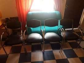 Vendo 5 sillas Hermosas y super cómodas todas tapizadas recientemente!