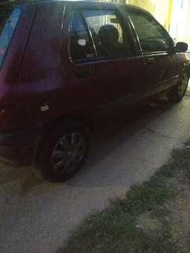 Vendo Renault Clio 120 mil pesos escucho ofertas y también recibo auto de menor valor