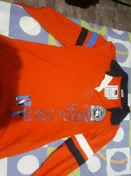 Camisas, Camisetas y Abrigos nuevos y usados en buen estado ( Para precios manden mensaje)
