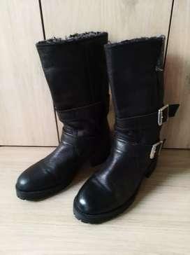 Vendo botas en cuero termicas números 37