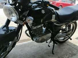 Vendo linda moto x asunto de trabajo matriculadas este año