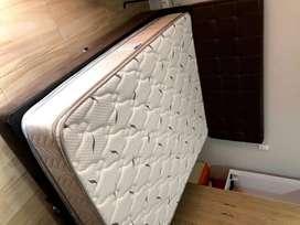 Base cama tamaño queen con espaldar y colchón ortopédico usado todo