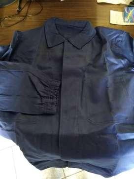 vendo ambo de chaqueta y pantalón color azul , talle 50 , buena grafa , nuevos