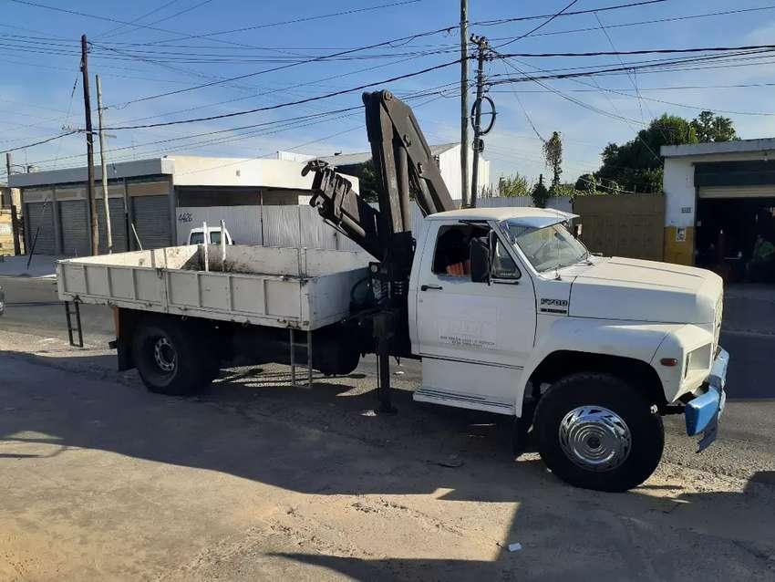 Camión con hidrogrua 0