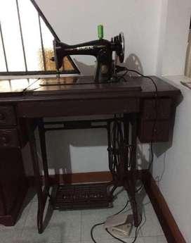 Maquina de coser singer con mueble