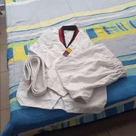 Vendo kimono de taekwondo