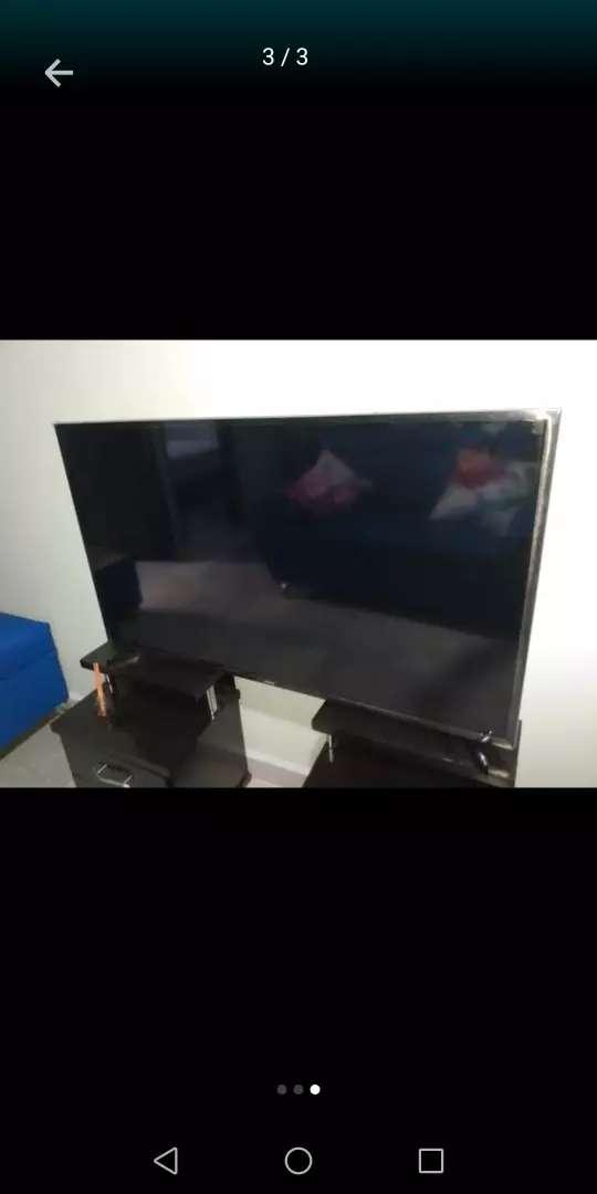 """TV smart 3D. 43""""con base de pared, aproveche 0"""