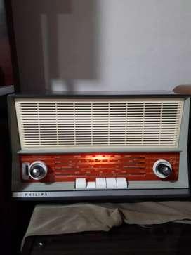 Radio antiguo Philips a válvulas