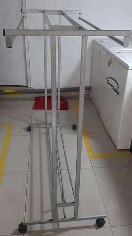 estante para colgar ropa