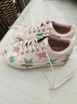 Vendo zapatillas marca zara impecable