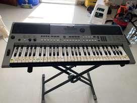 Piano Yamaha PSR E443 en venta