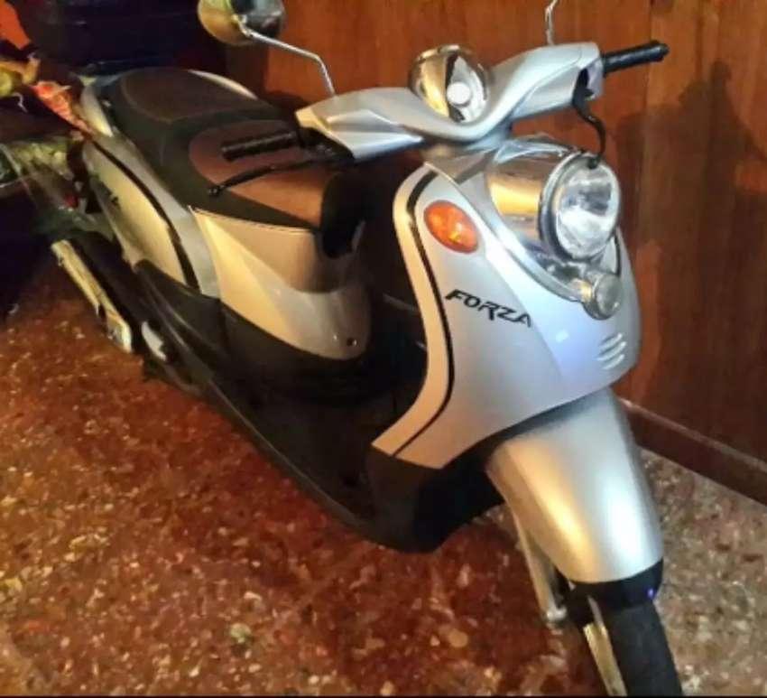 Scooter Motomel Forza 150cc 2013 impecable permuto por bici fibra de carbono 0