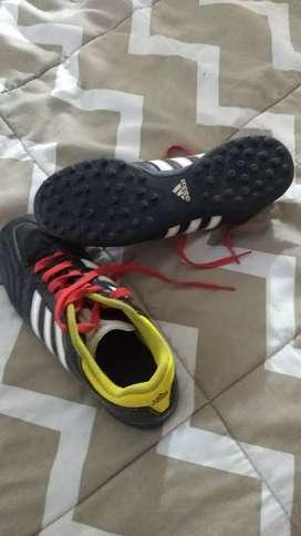 Zapatilla futbol 5 marca adidas