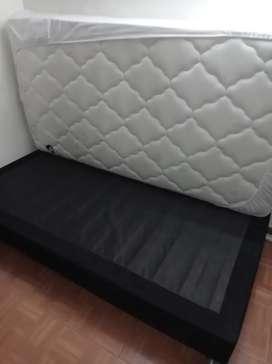 Base cama sencilla con colchón paraíso y protector.