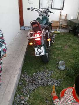 Vendo moto de oportunidad 750 dolares