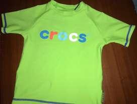 Camiseta de baño marca Crocs talla 1año