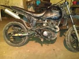 Vendo zanella zr200cc la moto anda joya solo esta fea de estética soy titular la moto esta al dia