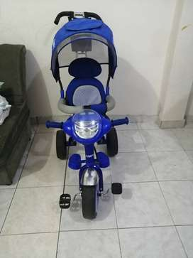 Se vende Triciclo azul