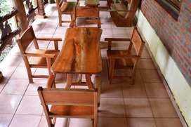 mesa y sillones rusticos