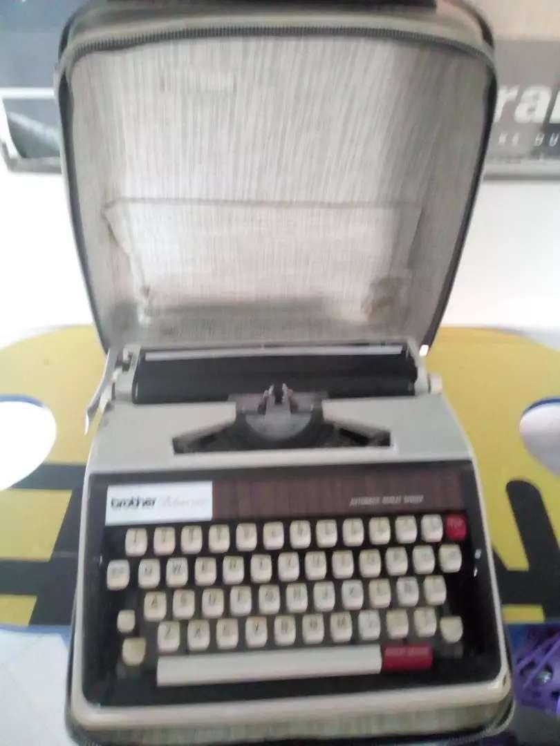 Maquina de escribir brother Deluxe 1350.