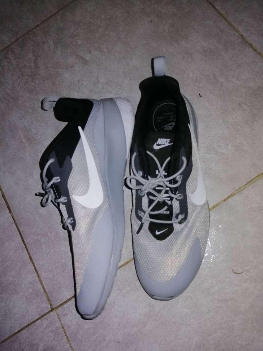 Tenis Nike talla 42 0
