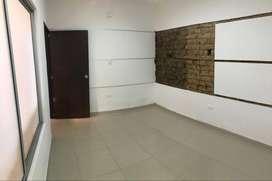 Se arrienda oficina en el Centro de Villavicencio. 12 m².  Recepción.