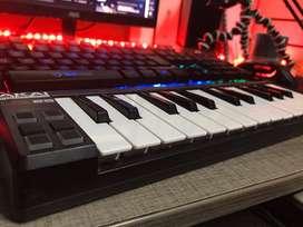 Piano akai LPK25