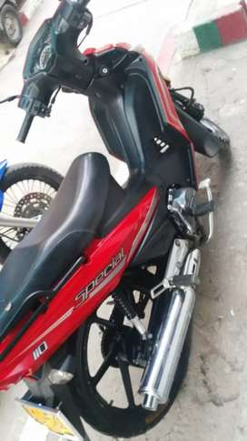 moto  roja señoritera