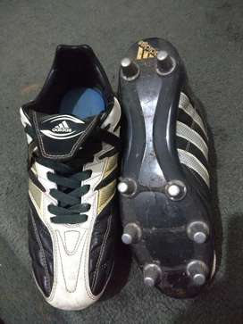 Botines Rugby Adidas Regulate (talle 40)