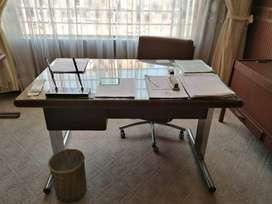 vendo escritorio con archivador y silla