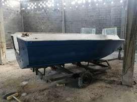 Vendo bote sin Motor pero tiene que hacerle unos retoques lo tenia guardado pero ahora lo vendo...