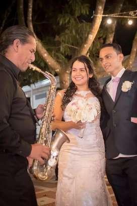 Saxofón para bodas Matrimonios fiestas recepción serenatas